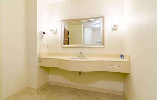 Suite RODEWAY INN AND SUITES HOISINGTON RODEWAY INN AND SUITES HOISINGTON
