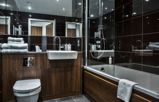 Bathroom Aparthotel Adagio London Brentford