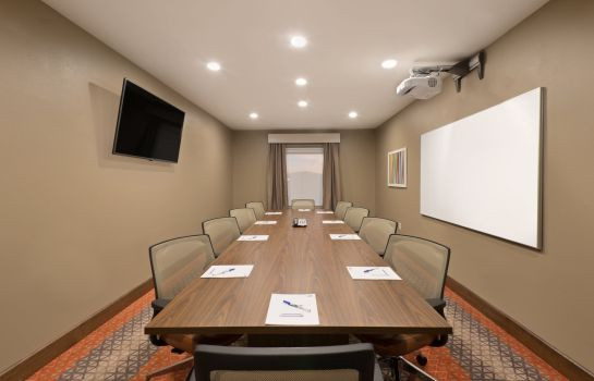 Conference room Holiday Inn Express & Suites HOT SPRINGS