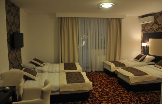 Four-bed room Hotel Espana