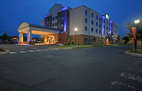 Buitenaanzicht Holiday Inn Express & Suites CHARLOTTE NORTH
