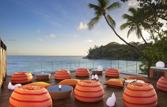 Hotel bar AVANI Seychelles Barbarons Resort & Spa