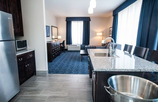 Suite Kent State University Hotel