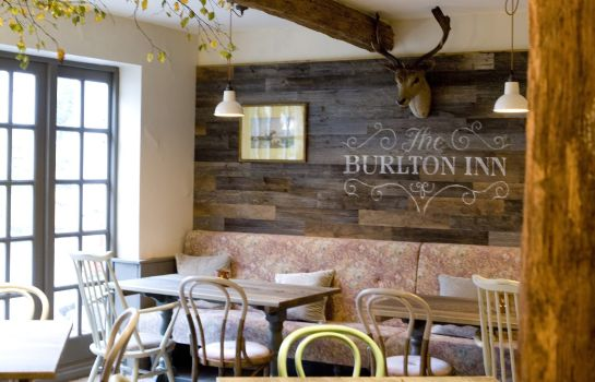 Bar del hotel Burlton Inn