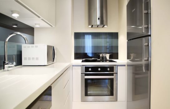 Keuken in de kamer G Suites Airport