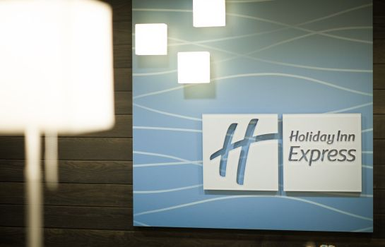 Hotelhalle Holiday Inn Express & Suites MADISON CENTRAL