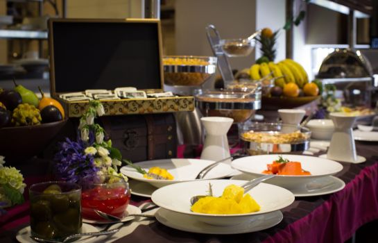 Breakfast buffet 93 Luxury Suites