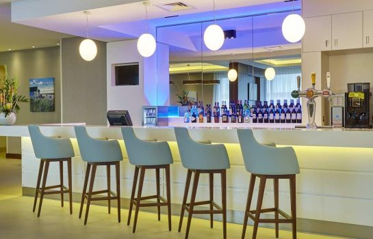 Bar de l'hôtel Hampton by Hilton Bournemouth