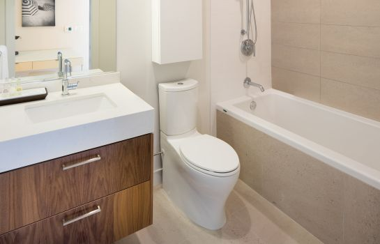 Cuarto de baño Level Furnished Living