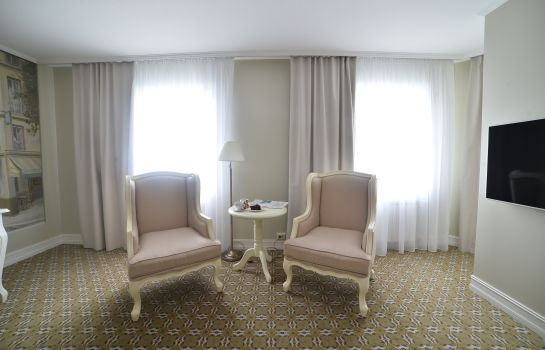 Suite Renomme Hotel