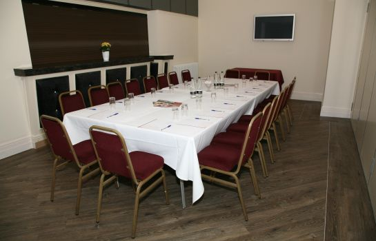 Meeting room Derougemont Manor Hotel & Suites