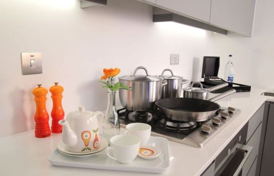 Cucina in camera Smart City Apartments Oxford Street