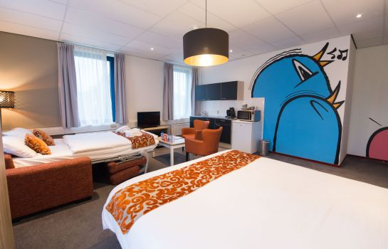 Four-bed room Amsterdam Teleport Hotel