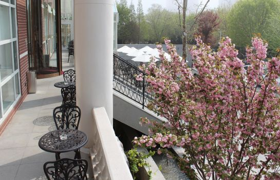 Vista esterna Bridal Tea House Hotel Yantai Laishan Branch