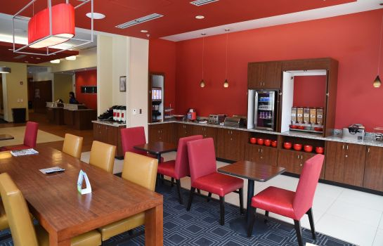 Restaurant TownePlace Suites Lawrence Downtown