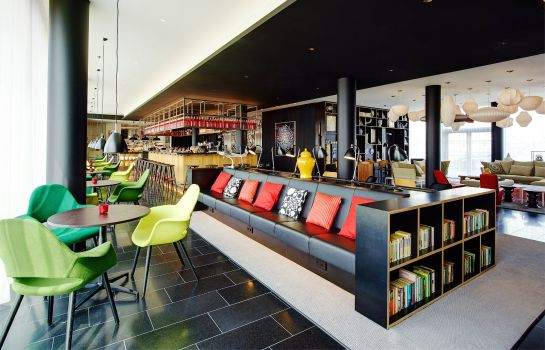 Hotel-Bar citizenM Paris Charles de Gaulle Airport