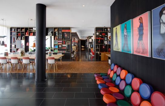 Hall citizenM Paris CDG Airport