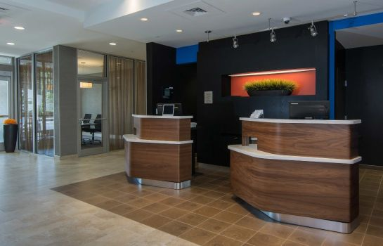Vestíbulo del hotel Courtyard Raleigh-Durham Airport/Brier Creek