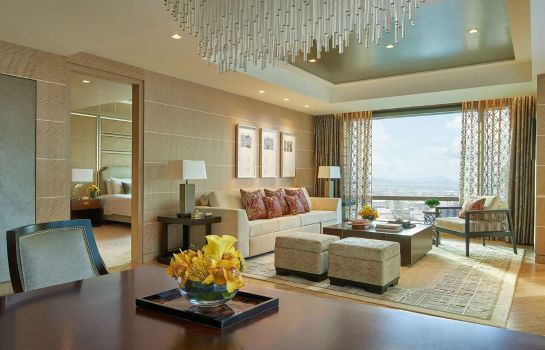 Suite Shangri La at the Fort