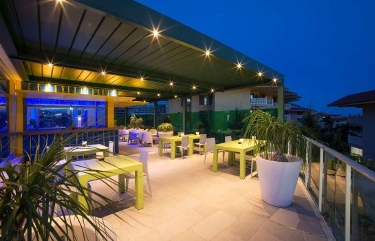 Bar hotelowy DoubleTree by Hilton Resort - Spa Reserva del Higueron