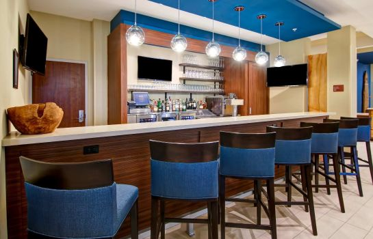 Hotel bar TownePlace Suites Kincardine