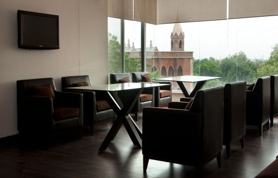Café/bistro Hotel One Downtown Lahore