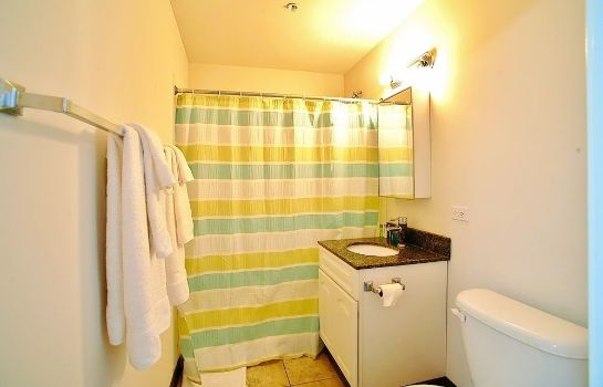 Bagno in camera Pittsfield Apartments + Suites