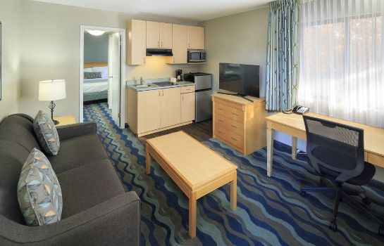 Suite Accent Inn Vancouver Airport Hotel