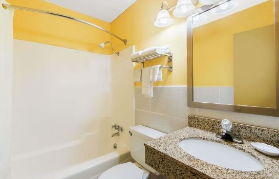 Bagno in camera Knights Inn and Suites Salem