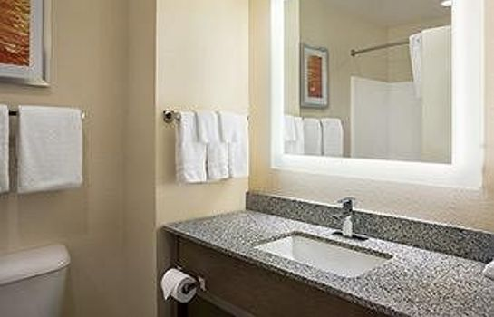 Bathroom Days Inn & Suites Belmont