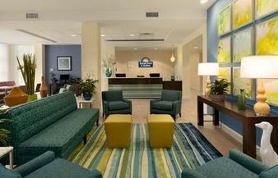 Lobby Days Inn & Suites Altoona