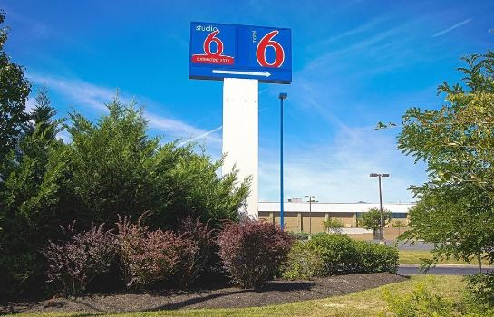Vista exterior Motel 6 East Brunswick