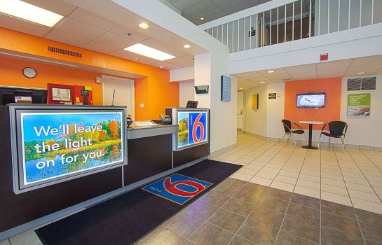 Lobby Motel 6 East Brunswick