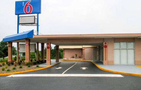 Exterior view Motel 6 Greensboro NC