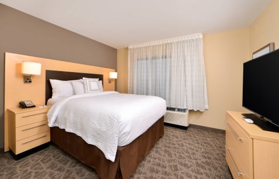 Suite TownePlace Suites Detroit Commerce