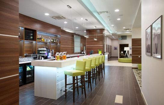 Bar hotelowy Hampton by Hilton Minsk City Centre