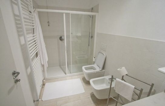 Bagno in camera Miralago B&B and Apartments