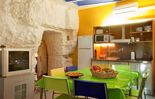 Kitchen in room Cuevas Rurales Bardeneras