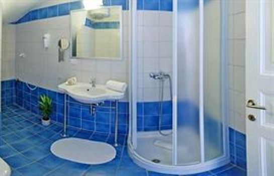 Bagno in camera Glyfa Apartments