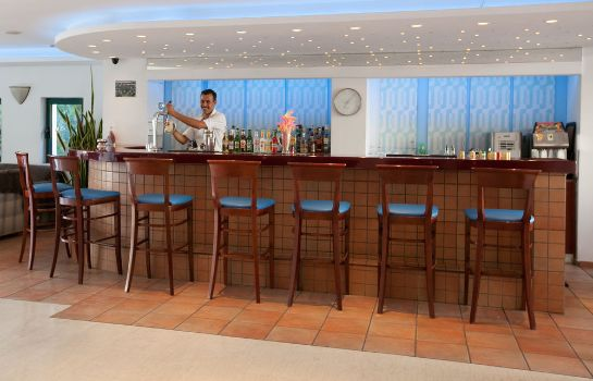 Hotel bar Hotel Elmi Suites