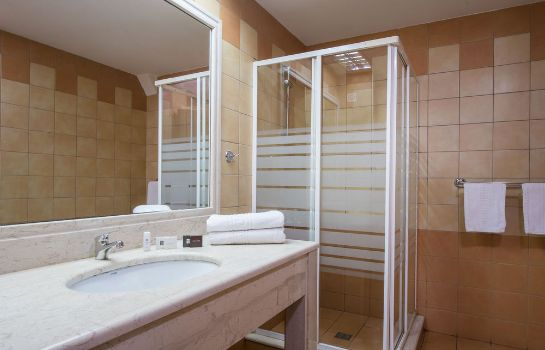 Bathroom Hotel Elmi Suites