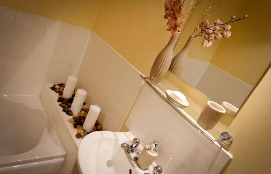 Salle de bains The Lindley Suite - Simple2let Serviced Apartments The Lindley Suite - Simple2let Serviced Apartments