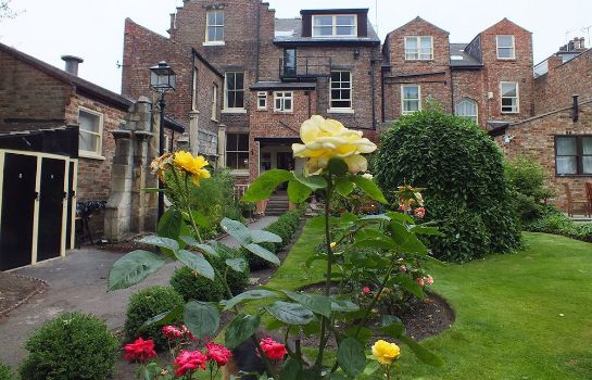 Garten York Priory Guest House