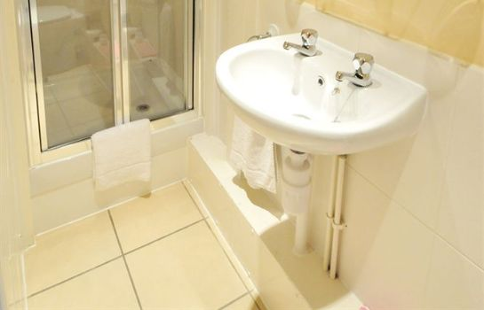 Bagno in camera Flexistay Ambers Gatwick Aparthotel