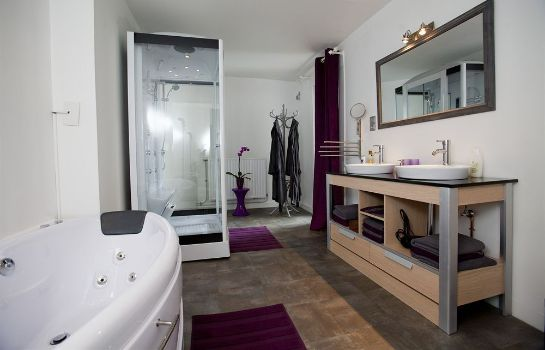 Bathroom B&B Studios 1-2-3 Luxe Suites