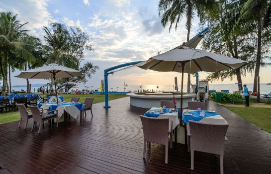 Hotel bar The Briza Beach Resort Khaolak