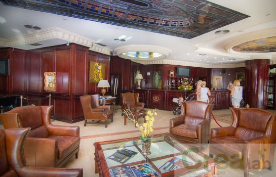 Lobby Park Plaza Suites Hotel
