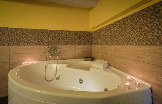 Whirlpool Rome King Suite