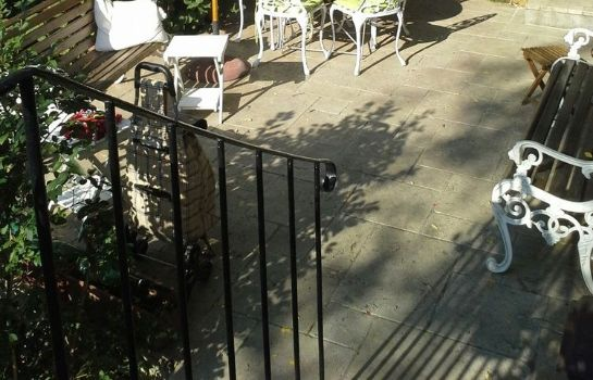 Terraza Bed & Breakfast La Campagne a Paris