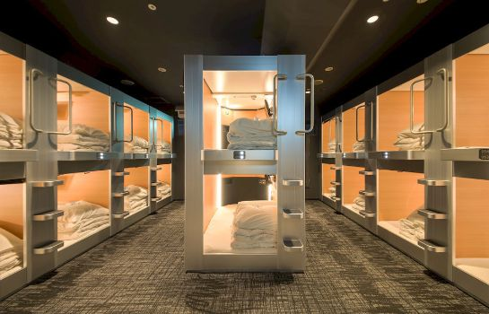 Buitenaanzicht New Japan Capsule Hotel Cabana - Caters to Men